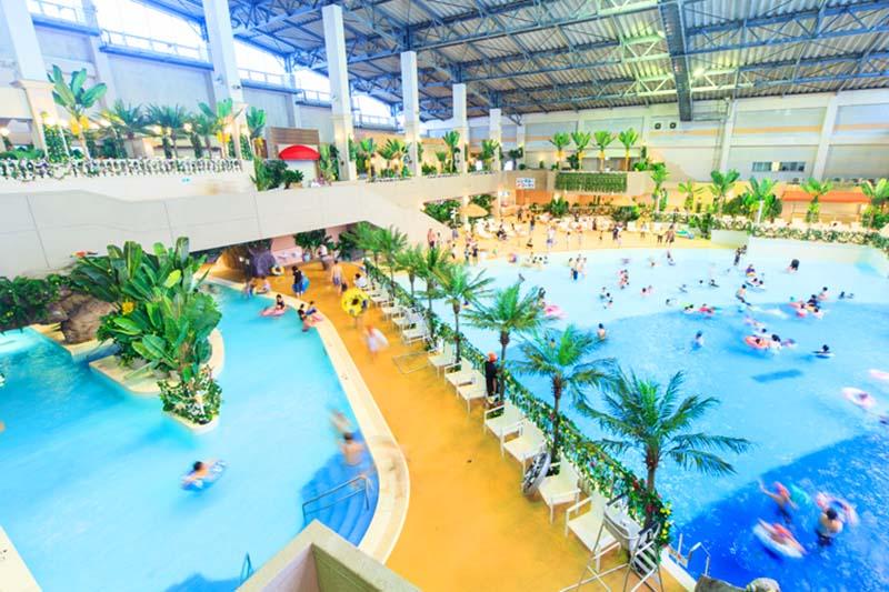 「杉乃井ホテル」の冬でも入れる温泉プール