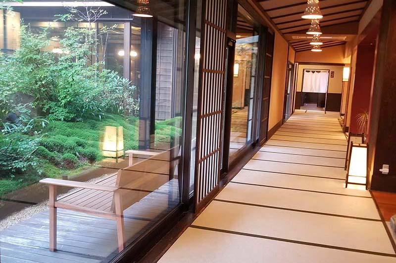 「木の葉」は裸足で歩ける清潔な館内
