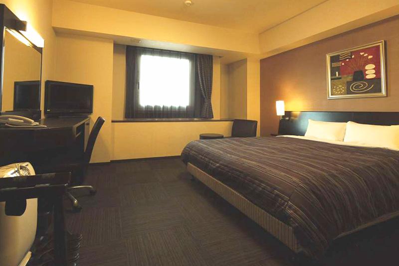 「和蔵の宿」の広々としたベッドが嬉しい客室