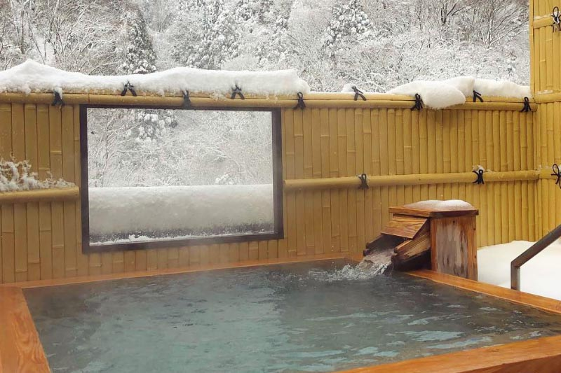 湯原温泉「湯快感 花やしき」の屋上露天風呂