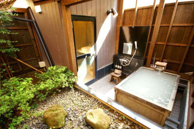「のうのう箱根」の貸切露天風呂