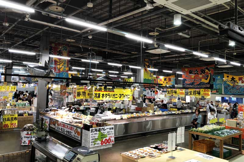 海鮮市場「とれとれ市場」が大人気